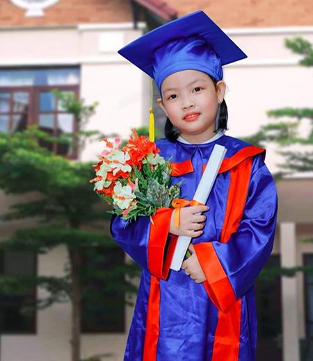 Đồng phục tốt nghiệp mẫu giáo M01