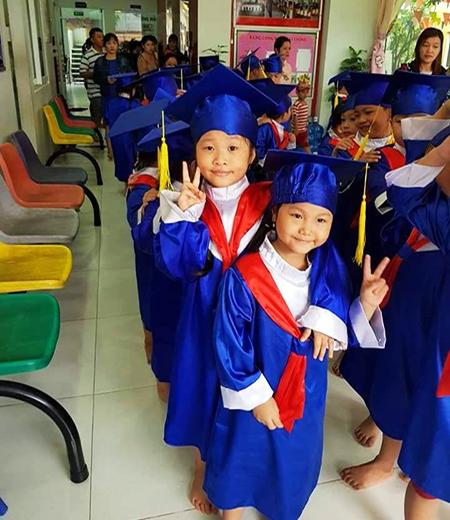 Đồng phục tốt nghiệp mẫu giáo M02