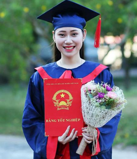 Đồng phục tốt nghiệp phổ thông M05