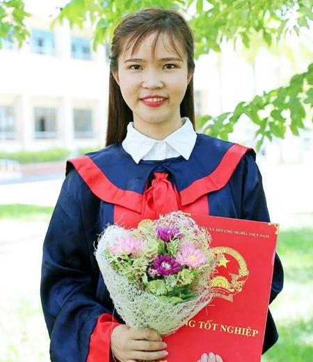 Đồng phục tốt nghiệp phổ thông M04