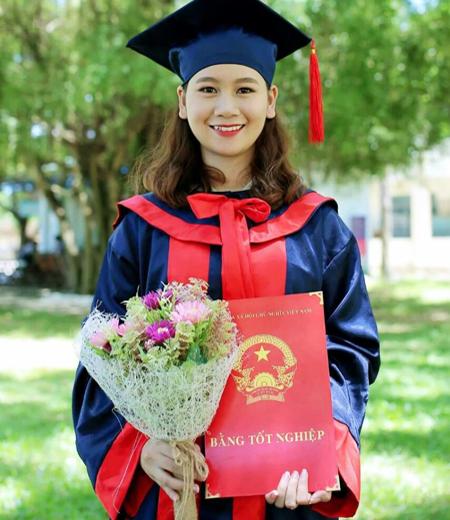 Đồng phục tốt nghiệp phổ thông M03